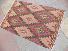 THIS BEAUTIFUL VINTAGE HANDWOVEN DIAMOND DESING KILIM RUG,THE KILIM RUG APPROXIMATELY 50 YEARS OLD IT IS HANDMADE OF VERY GOOD QUALITY IN ALL