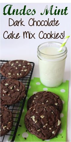 Andes Mint Dark Chocolate Cake Mix - Ok but not amazing. Very flat cookies. Also, only need VERY small dough balls because the cookies spread and get huge Cake Mix Cookie Recipes, Yummy Cookies, Dessert Recipes, Cookie Mixes, Cookie Swap, Top Recipes, Cake Recipes, Mint Dark Chocolate, Chocolate Chips