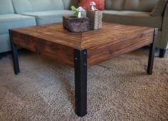 Metal y madera de la plataforma mesa de la por woodandwiredesigns