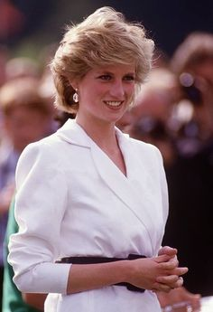 Diana Princess of Wales watches Prince Charles playing polo at Guards Polo Club on Smiths Lawn in Windsor Berkshire in July 1986 Princess Diana Birthday, Princess Diana Hair, Princess Diana Fashion, Princess Diana Pictures, Princess Diana Family, Princess Of Wales, Lady Diana Spencer, Charlotte Casiraghi, Prince Charles