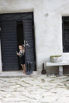 /beautiful-scandinavian-interiors-on-gotland-island onekindesign.com