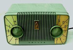 Philco radio Atomic 50s original 5 tube gem not seen often here in olive green!!