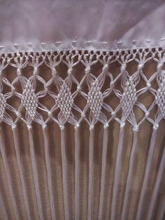 Shawl, Diy And Crafts, Crochet Necklace, Applique, Yarn Crafts, Ideas, Crochet Shawl, Bobbin Lace, Embroidery Designs