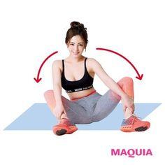 ひざを曲げて座り、内側から手をかける。つま先を外側に向け、背筋を伸ばしながら、左右のお尻をゆっくり持ち上げる。往復10回。