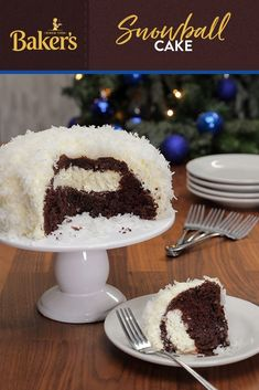 Even if the weather outside is frightful, this quick and easy Snowball Cake is sure to be delightful. The perfect dessert for any season, this cake will have everyone wanting another slice. Baking Recipes, Cookie Recipes, Dessert Recipes, Frosting Recipes, Just Desserts, Delicious Desserts, Yummy Food, Holiday Baking, Christmas Baking