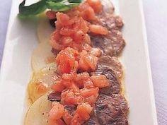 牛すね肉のイタリアンの前菜 レシピ 松田 美智子さん|柔らかく煮た牛すね肉をオリーブ油と白ワインビネガーで前菜風にいただきます。牛肉のうまみをしっかり味わえますよ。