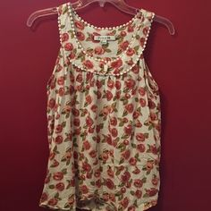 ☀️Flower print tank☀️ Very cute and flowy flower print tank. Excellent condition. 24 inches from top of shoulder to bottom of shirt. Forever 21 Tops Tank Tops