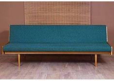 Mała sofka w genialnym stanie. Piekne drewno bez ubytków. Na