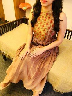 Dress fancy long neckline for 2019 Simple Kurti Designs, Fancy Blouse Designs, Kurta Designs Women, Dress Neck Designs, Salwar Designs, Couture Dresses, Fashion Dresses, Frock Fashion, Maxi Dresses