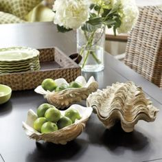 Love this table setting with these clam shells, flowers, colors~