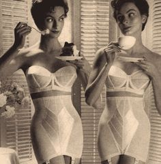 Vintage black and white advertisement from the for Warner's bras and girdles. Ad displays two women in their underwear with the tagline: Ever wish there were two of you? Lingerie Retro, Classic Lingerie, Jolie Lingerie, Lingerie Models, Bra Lingerie, Vintage Girdle, Vintage Underwear, Vintage Bra, Vintage Woman