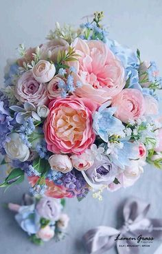 Fresh Wedding Flowers - Have You Ordered These Nine Arrangements For Your Wedding Day? Beautiful Flower Arrangements, Silk Flowers, Spring Flowers, Floral Arrangements, Beautiful Flowers, Bouquet Of Flowers, Purple Flowers, Floral Bouquets, Wedding Bouquets