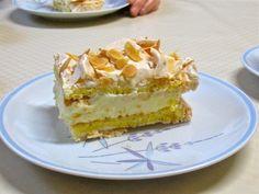 """Dieser wundervolle Kuchen, bescheiden als Kvæfjordkake, nach dem Ort seiner Entstehung benannt, weniger bescheiden als """"Verdens beste kake"""" (weltbester Kuchen) bezeichnet, gilt als Norw…"""