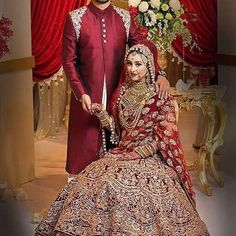 Get the new collection of lehenga chunni online. Enhance your beauty with the latest collection of lehenga choli, lehenga chunni designs, images online. Asian Wedding Dress Pakistani, Indian Wedding Poses, Indian Wedding Couple Photography, Indian Bride And Groom, Bridal Photography, Designer Bridal Lehenga, Lehenga Designs, Bridal Outfits, Bridal Dresses