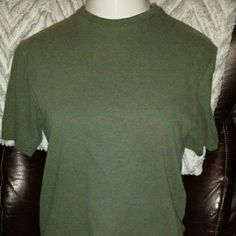 Standard crew neck tee shirt in soft gray Cherokee brand clothing lasts and lasts. This small cotton tee is in perfect condition with years of wear left. Basic crew neck tee shirt with short sleeves. Ready, go!  Cherokee Tops Tees - Short Sleeve