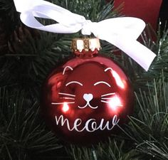 Cat Face Christmas Ornament Personalized Cat Ornament Source by anne_s_traumfab Handmade Christmas Crafts, Painted Christmas Ornaments, Hand Painted Ornaments, Personalized Christmas Ornaments, Holiday Crafts, Christmas Diy, Christmas Bulbs, Christmas Decorations, Cat Christmas Tree