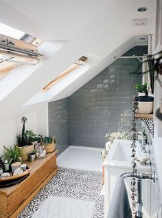 Grey Metro Wall Tiles - Theresa's Four Bed Boho Inspired Home. Scandi Bathroom In Grey And Monochrome With Natural Textures And Lots Of Greenery. Image By Adam Crohill. Small White Bathrooms, Home Decor Inspiration, Bathroom Inspiration Modern, Bathrooms Remodel, Natural Home Decor, Bathroom Decor, Bathroom Design Decor, Decorating Small Spaces, Home Decor