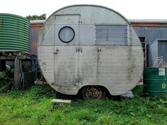 Vintage Trailers: Photo - Canned ham camper Make: ? Old Campers, Vintage Campers Trailers, Retro Campers, Vintage Caravans, Camper Trailers, Tiny Trailers, Happy Campers, Classic Campers, Glamping