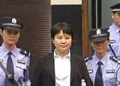 """近日,港媒披露,薄谷开来在燕城监狱不但没有得到特殊照顾,而且19个月未获亲人探视。知情人士称,""""谷开来则形容自己现在的状况是掉入了一个荒岛上的一口深深的枯井里。""""     5月2日,香港明镜网报导称,据一位熟知中国司法情况的人士告诉《明镜邮报》,薄谷开来在燕城监狱没有得到特殊照顾,而且19个月不许家人探视。具体原因不得而知。   知情人士称,""""谷开来则形容自己现在的状况是掉入了一个荒岛上的一口深深的枯井里。""""  ... #法轮功 #活摘器官 #薄熙来"""