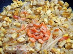 Pad Thai mit getrockneten Shrimps Thai Recipes, Macaroni And Cheese, Noodles, The Originals, Food, Pad Thai Recipes, Easy Meals, Macaroni, Mac And Cheese
