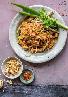 Pad thai - stekte nudler med svinekjøtt | Oppskrift - MatPrat Wok, Ethnic Recipes, Woks