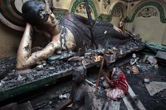 Bangladeshi Buddhists pray in front of a burnt Buddha sculpture after Muslims attacked the temple and set fire to it, in Cox's Bazar October (Andrew Biraj/Reuters) Pictures Of The Week, Cool Pictures, Muslim Photos, Buddha Sculpture, On The Bright Side, Buddhist Temple, Facebook Photos, One Image, Natural Disasters