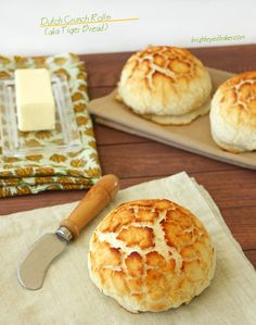 Dutch Crunch Rolls aka Tiger Bread from Confessions of a Bright-Eyed Baker Tiger Bread, Bread Recipes, Cooking Recipes, Bread Rolls, Rice Rolls, Our Daily Bread, Artisan Bread, Dinner Rolls, How To Make Bread
