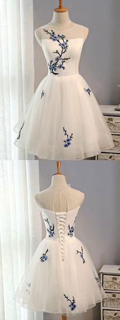 A-line Scoop-Neck Mini Organza Appliqued Homecoming Dresses 2776 #homecomingdresses #shortdresses #mini #appliques #fashion #white #sweety #specials #bohoprom