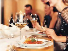 10 consejos para servir correctamente las copas de vino https://www.vinetur.com/2014122317797/10-consejos-para-servir-correctamente-las-copas-de-vino.html