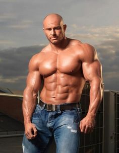 How to build muscle fast without fat. Get ripped, Get shredded and break through any muscle building plateau.