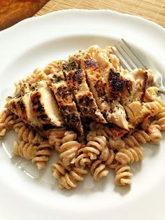 taylor made: whole wheat fusilli with tomato & goat cheese sauce & spiced chicken