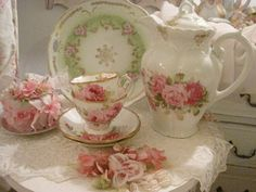 <3 Would love to have this set instead of the china we picked for our wedding!