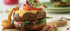 The Beef Bunless burgers are filled with cheese and topped with cheese, served on a Portobello Mushroom. This beef bunless burger is filled with flavours! Potato Side Dishes, Healthy Side Dishes, Healthy Chicken Recipes, Beef Recipes, Bunless Burger, Crispy Onions, Healthy Fruits, Healthy Eating, Grilled Mushrooms
