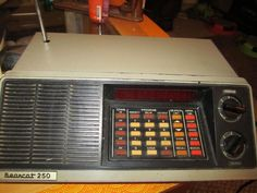 Uniden Bearcat 250 Police & Fire Scanner From 1979 Needs some repair- Parts only