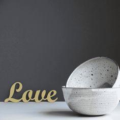 """Der 3D Schriftzug """"Love"""" – ein ganz individuelles Geschenk für einen besonderen Menschen in Deinem Leben, ein persönliches Dekorationsstatement oder einfach ein schöner Spruch. A Shelf, Shelves, Decorative Items, Decorative Bowls, Wooden Signs, Wall Decor, Design, Special People, Script Logo"""