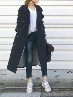 Here is how they are styling sneakers into attractive outfitsthis leap and beyond. Japan Fashion, Work Fashion, Denim Fashion, Unique Fashion, Womens Fashion, Sneakers Fashion Outfits, Casual Outfits, Uniqlo Women Outfit, Casual Chic