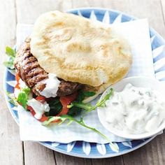 Magere hamburger met tzatziki - Recept - Allerhande - Albert Heijn