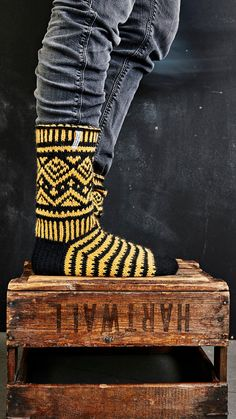 Wool Socks, Knitting Socks, Leg Warmers, Mittens, Knit Crochet, Knitting Patterns, Photo Wall, Arts And Crafts, Wall Photos
