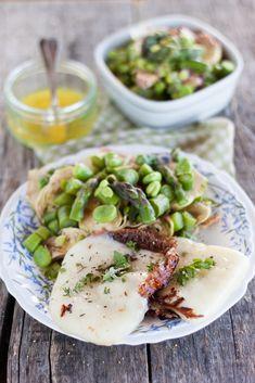 Insalata primaverile tiepida con pecorino fresco grigliato. Una ricetta meravigliosa che sa di primavera e che dovrò sperimentare il prima possibile!