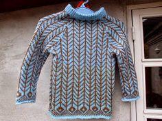"""Bonderøven har givet inspiration til denne trøje. Jeg kunne huske mønstret fra bogen """"Strik Med Nordisk Tradition"""" Og den bog ligger frit ..."""