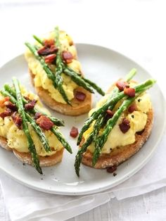 Scrambled Egg and Roasted Asparagus Toasts - good for Easter Brunch Healthy Egg Recipes, Cooking Recipes, Tasty Meals, Easter Recipes, Healthy Drinks, Healthy Foods, Cooking Tips, Keto Recipes, Vegetarian Recipes