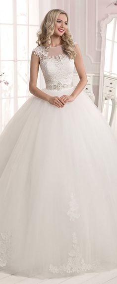 Glamorous Tulle & Lace Bateau Neckline Ball Gown Wedding Dresses With Lace Appliques