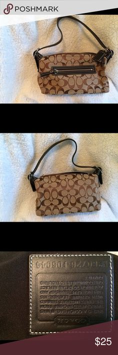 Coach bag This bag is in excellent used condition!  The inside is spotless and the handles show no signs of wear.  There is a zip pocket inside.  Smoke free home Coach Bags