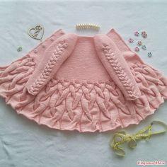 Baby Knitting Patterns Cardigan Cardigan with braids for girls. Big Mouth and M …Kids Sweatshirt Models, # Kids Jumpsuits - Diy And HomeThis Pin was discovered by Sev Diy Crafts Knitting, Knitting For Kids, Baby Knitting Patterns, Lace Knitting, Baby Patterns, Sewing Patterns, Crochet Patterns, Knitting Needles, Pinterest Crochet