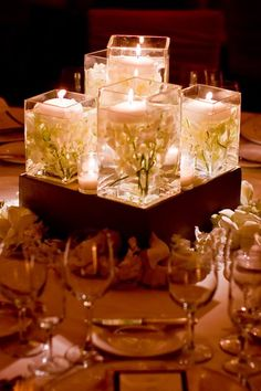 Centerpieces: submerged flowers, floating candles, and square vases Vase Design, Design Floral, Deco Floral, Wedding Reception, Our Wedding, Dream Wedding, Elegant Wedding, Wedding Centerpieces, Wedding Decorations