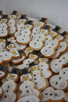 Das kleine weisse Haus Schneemann Party, Bakery, Cookies, Dishes, Desserts, Christmas, Food, House, Crack Crackers