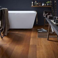 Hardwood Flooring Ideas And Installation For Your Home Imitation Parquet, Bathroom Design Layout, Ideas Prácticas, Hardwood Floors, Flooring, Ideas Geniales, Home Remodeling, Sweet Home, Houses