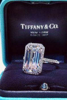 Aventura 2.0 CT Princess Cut Pink Solitaire Ring with Swarovski Crystal