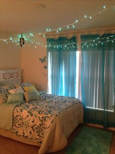 Girls bedroom idea *imagine it lime green with grey, lavander, and sky blue*