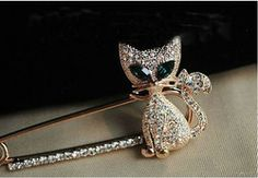 Silver Cat with Green Eyes | cat brooch with emerald green crystal eye in silver tone